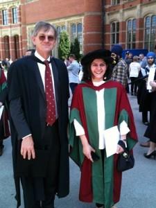 Alba Fedeli, już po obronie doktoratu. Po lewej profesor David Parker.
